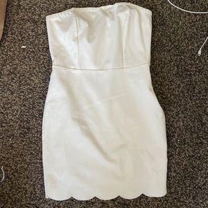 Size XS white strapless STRETCH mini🔥